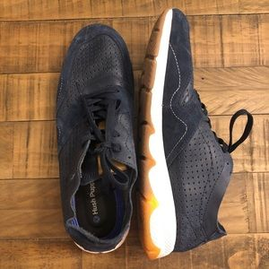 Hush puppies athletic shoes size 10